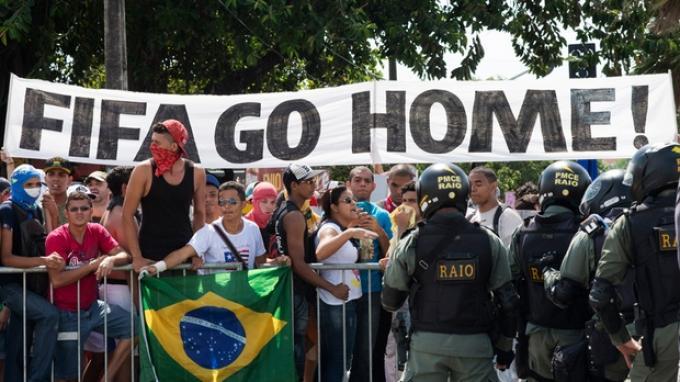 20140416_135132_protes-piala-dunia-2014